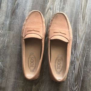 Tods Gommino Driving Shoes in Light Pink size 37/7